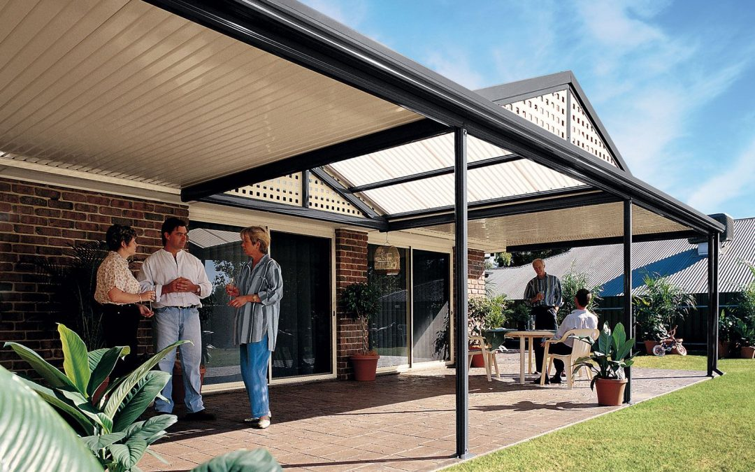 What's the Difference Between a Freestanding and an Attached Verandah?